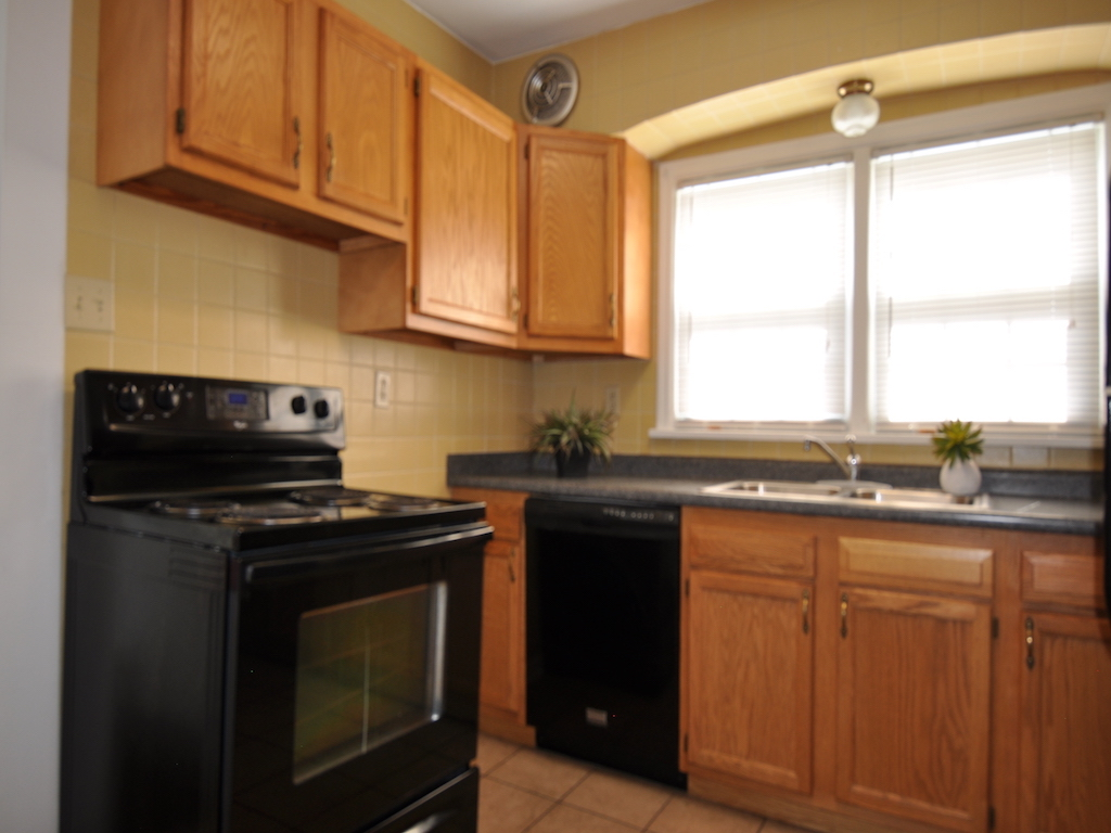 1014 carson 5 bedroom rental home in muncie near ball state kitchen photo