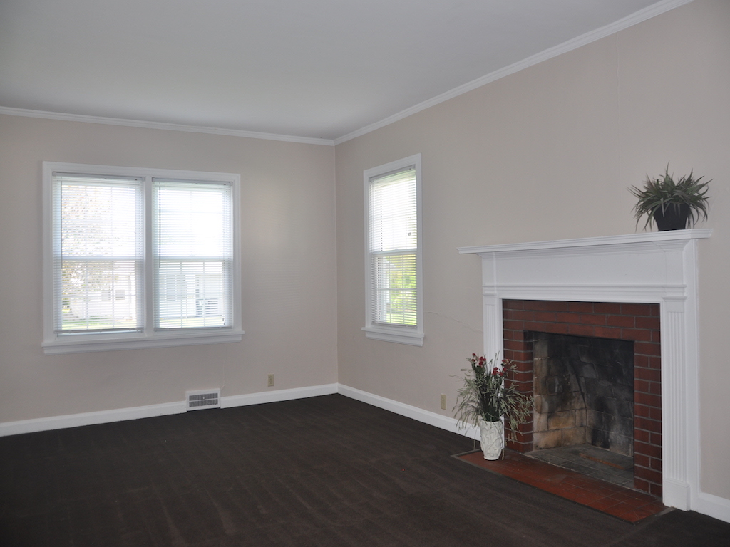 1014 Carson 5 bedroom house near ball state for rent living room photo