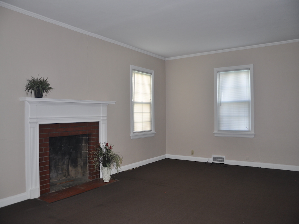 1014 Carson 5 bedroom house for rent in muncie near ball state living room photo