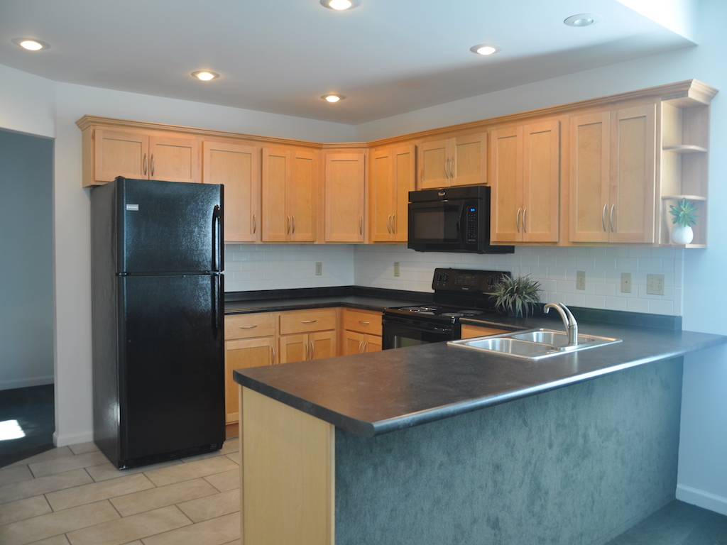 1020 Neely 5 bedroom off campus house for rent in muncie near ball state kitchen photo