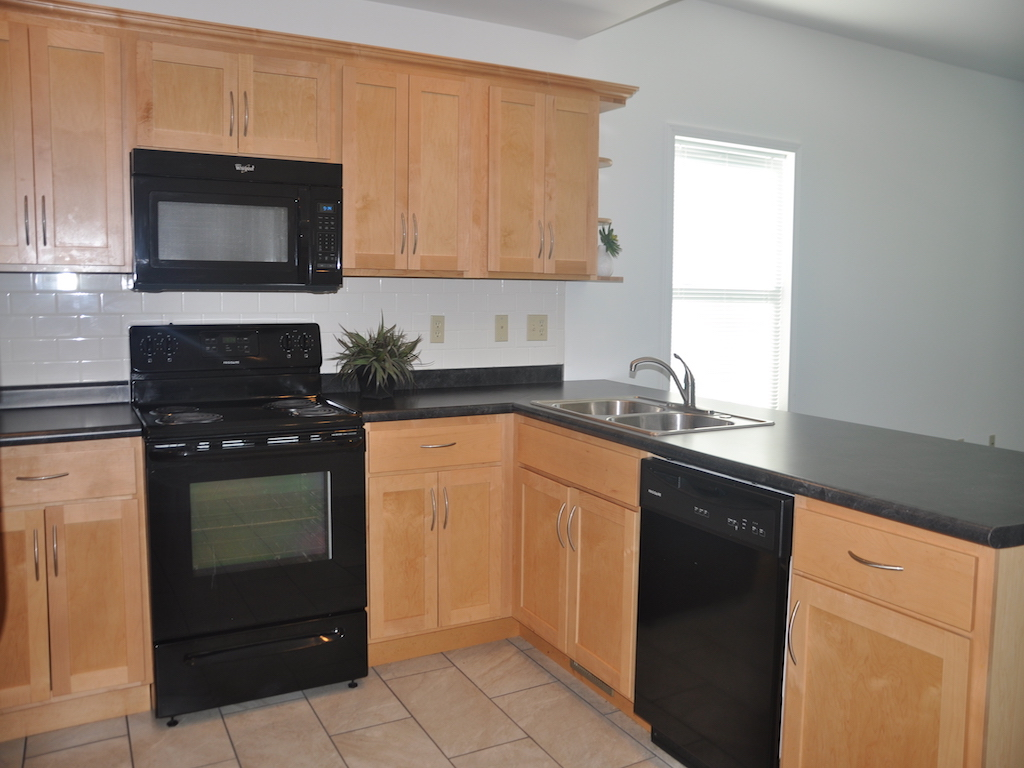 1020 Neely 5 bedroom BSU rental home in muncie kitchen