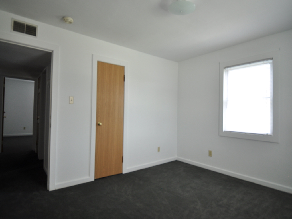 1024 Neely 5 bedroom house for rent near BSU bedroom photo