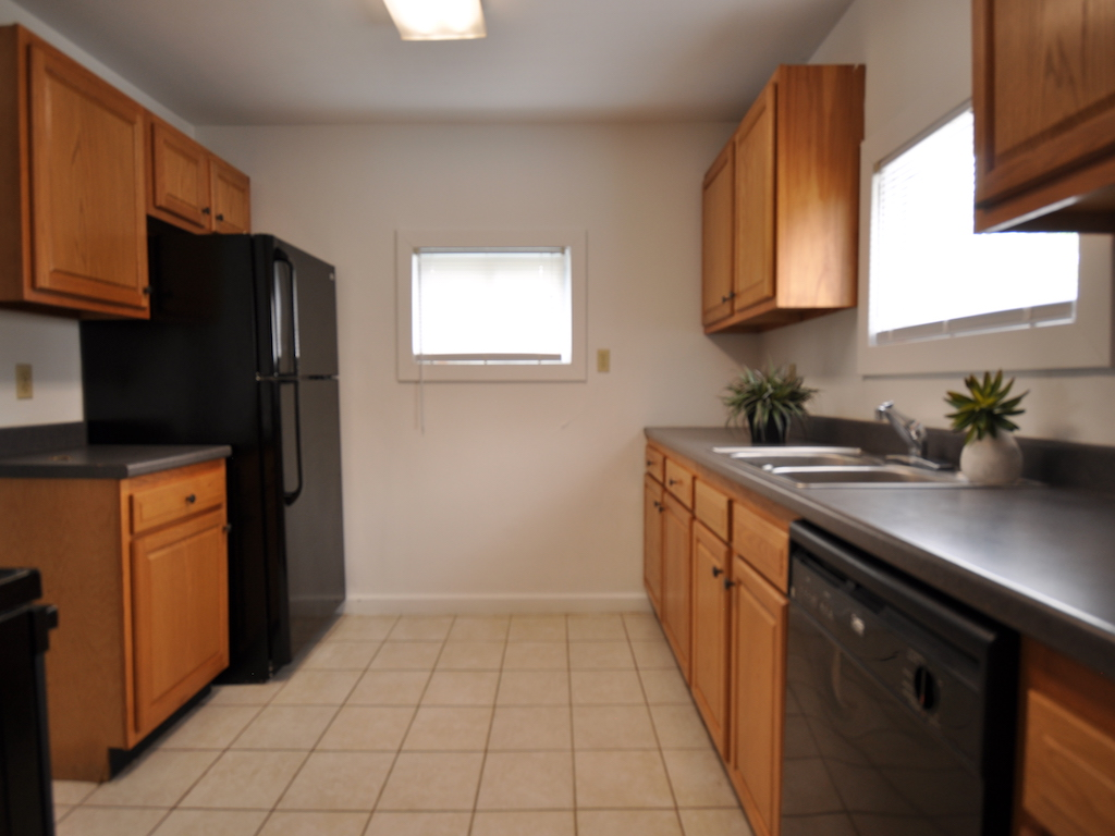 1024 Neely 5 bedroom BSU rental house in muncie kitchen photo