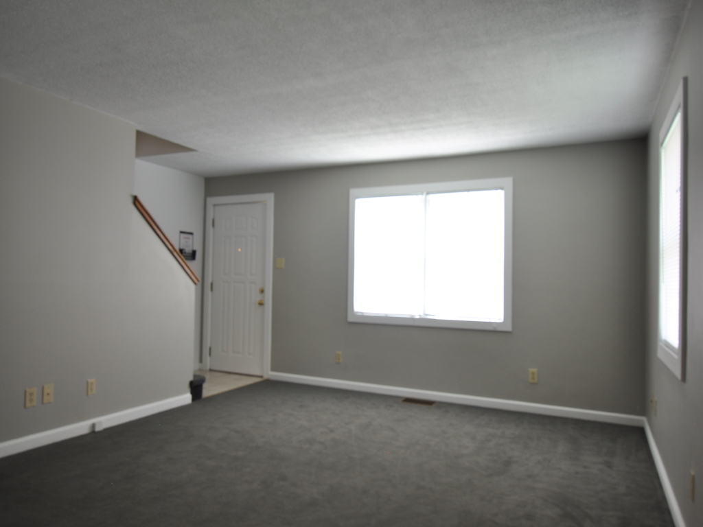 1024 Neely 5 bedroom BSU house for rent in muncie living room photo