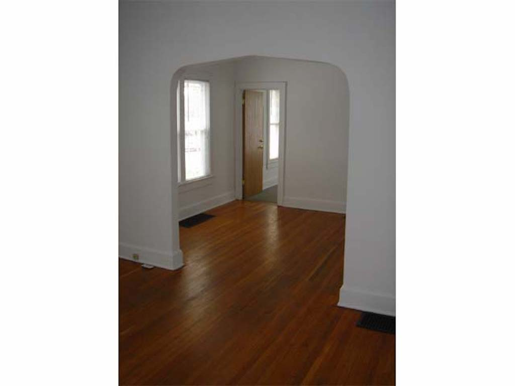 1025 Neely 4 bedroom BSU house for rent in muncie living room photo