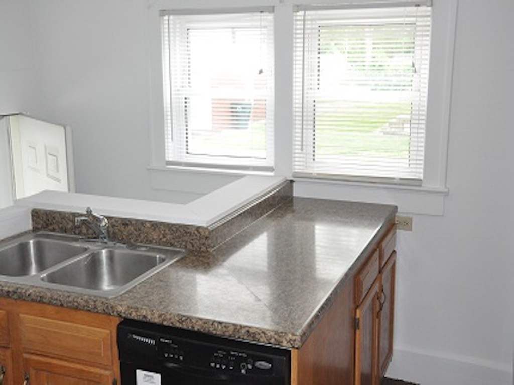 1025 Neely 4 bedroom Ball State student rental house in muncie kitchen photo