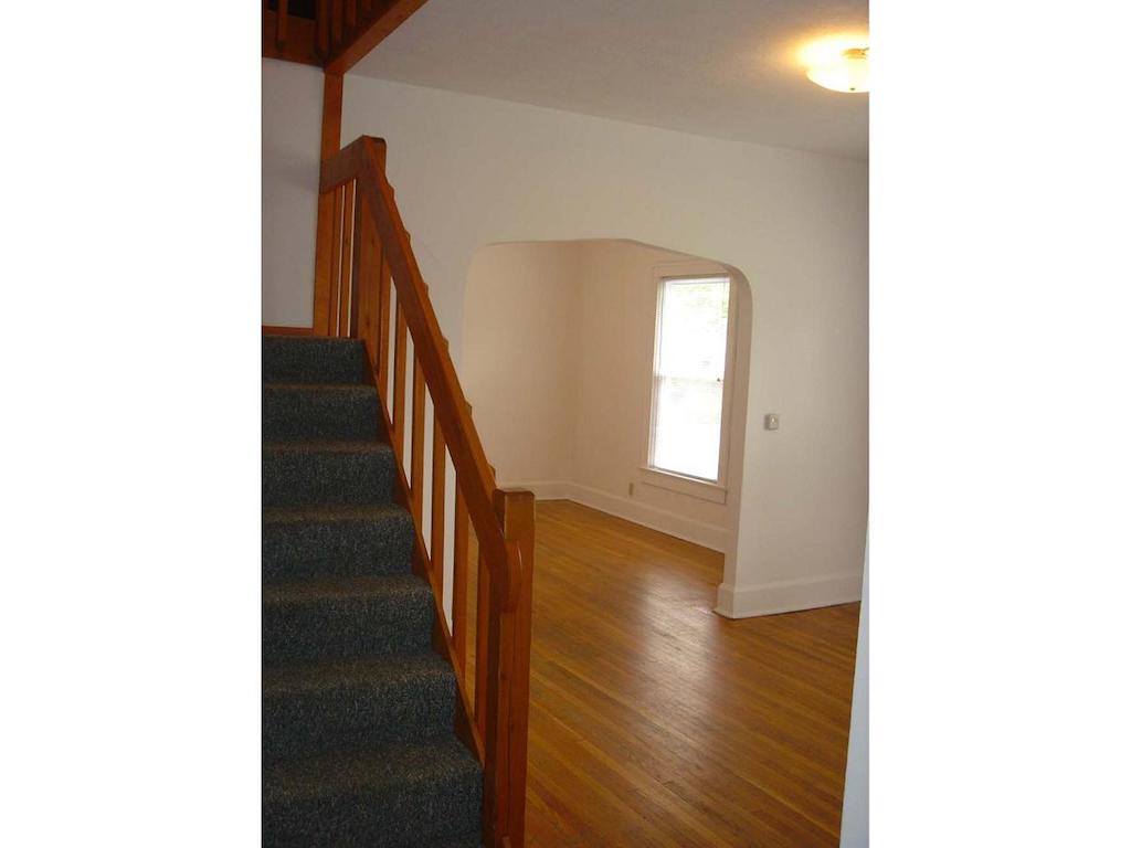 1025 Neely 4 bedroom BSU rental house in muncie dining room photo