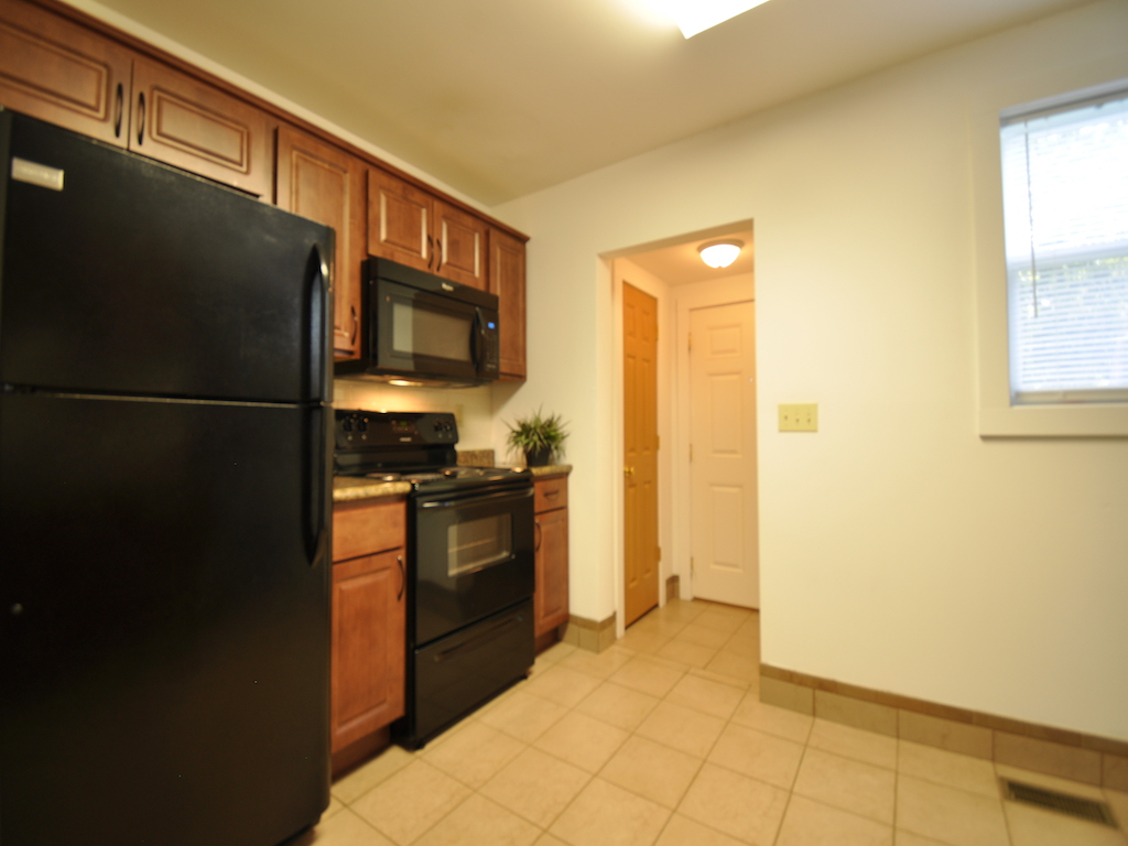 1100 Ashland 4 bedroom BSU off campus house kitchen photo