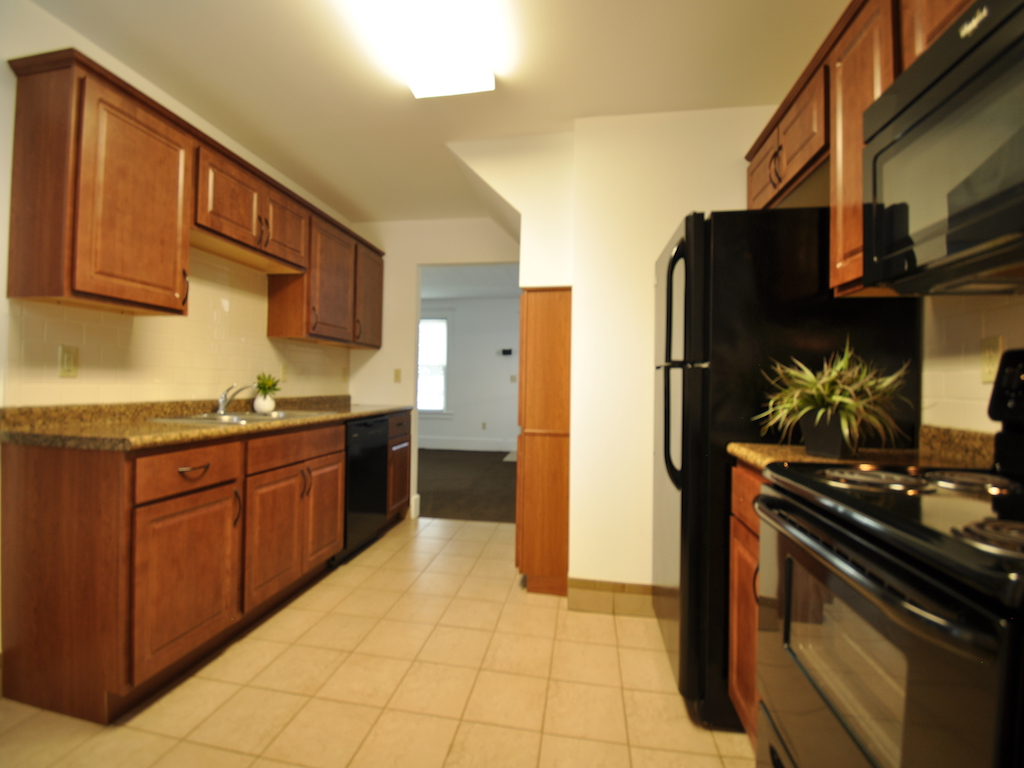 1100 Ashland 4 bedroom house for rent near ball state kitchen photo