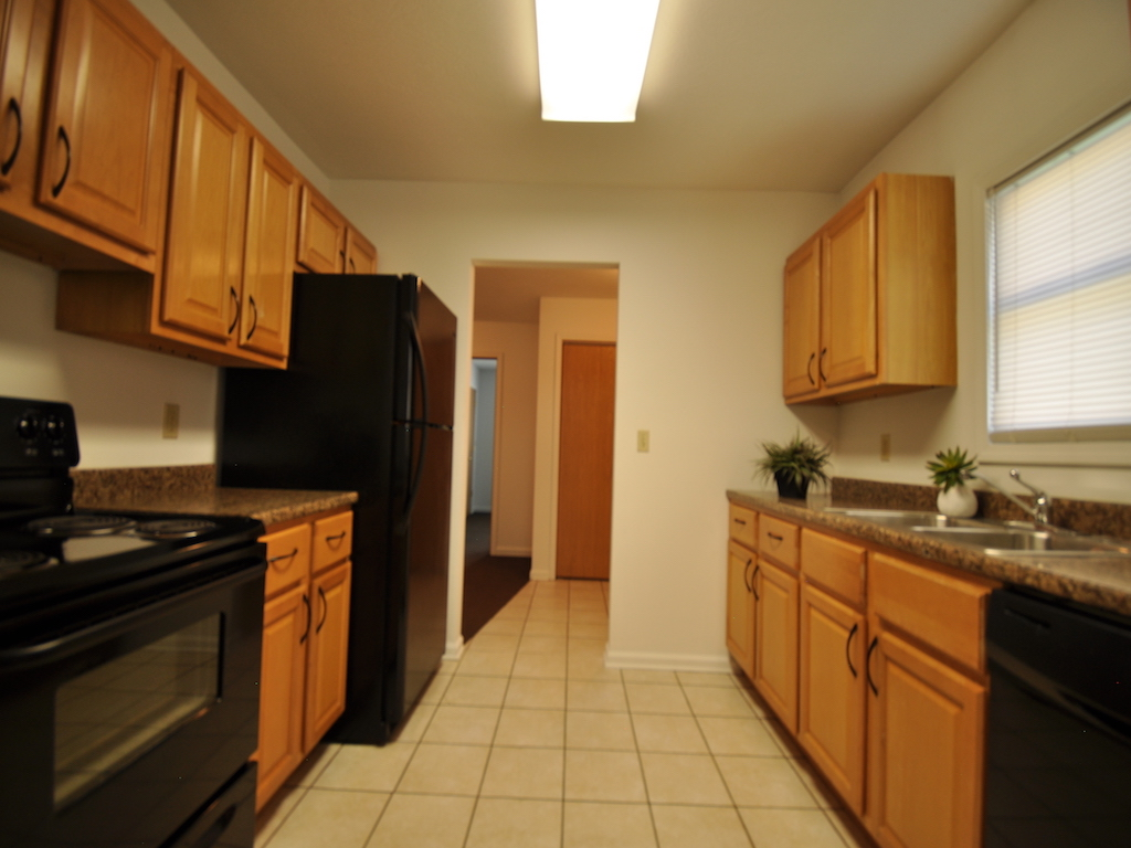 1125 abbott 4 bedroom home rental in muncie near balls state kitchen photo