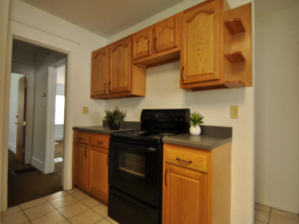 119 Calvert 6 bedroom off campus house near ball state in muncie kitchen photo