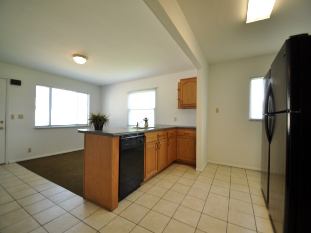 119 Calvert 6 bedroom house for rent near ball state in muncie kitchen photo