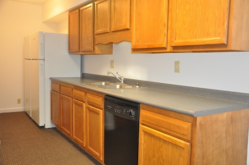 1004 Neely 6 bedroom BSU rental house in Muncie kitchen photo