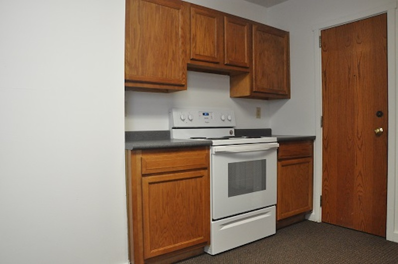1004 Neely 6 bedroom Ball State off campus house for rent in Muncie kitchen photo