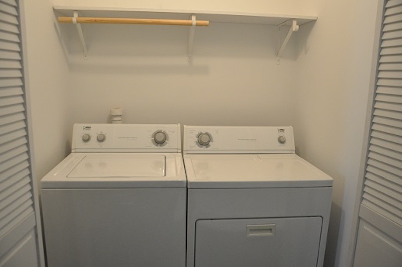 1004 Neely 6 bedroom house for rent near BSU in Muncie laundry room photo
