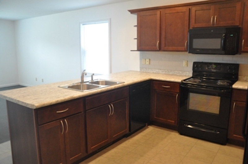 1010 Neely 5 bedroom BSU rental house in Muncie kitchen photo