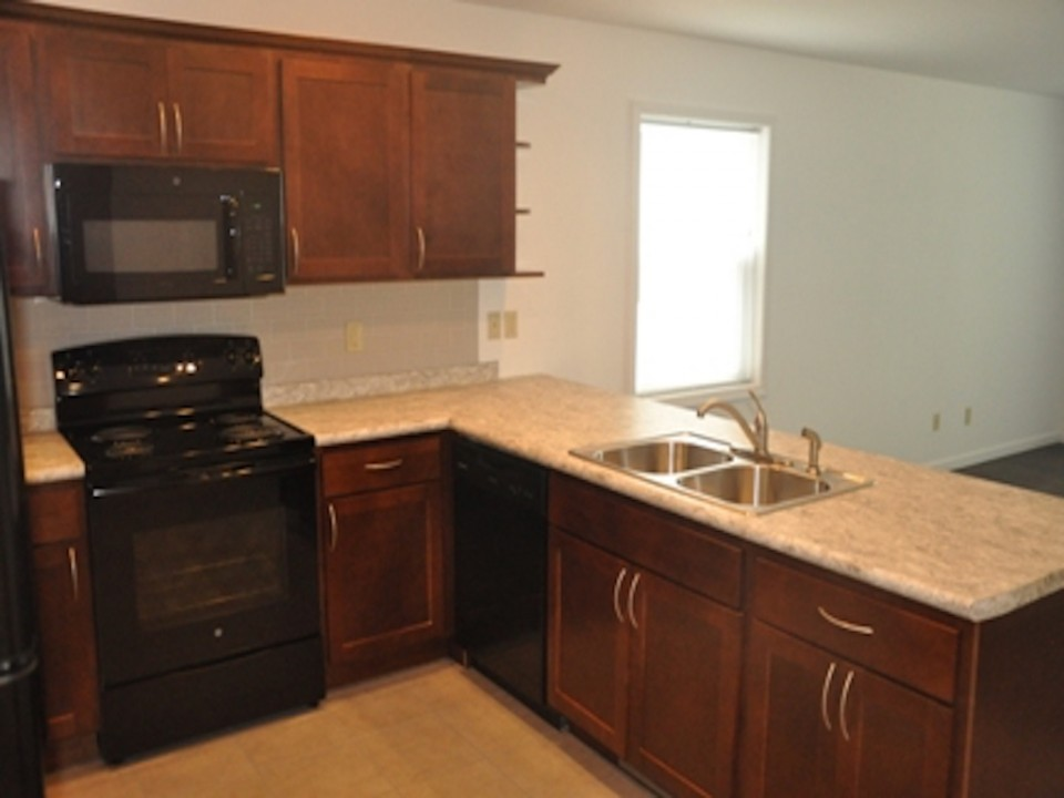 1014 Neely 5 bedroom Ball State rental house in Muncie kitchen photo