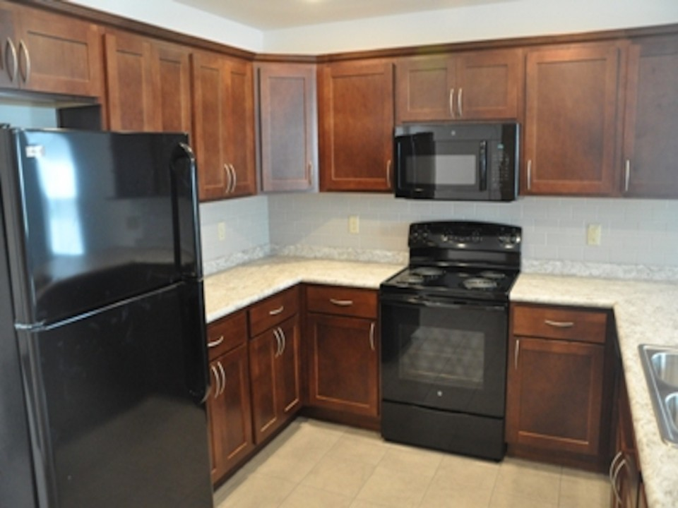 1014 Neely 5 bedroom BSU rental house in Muncie Kitchen photo
