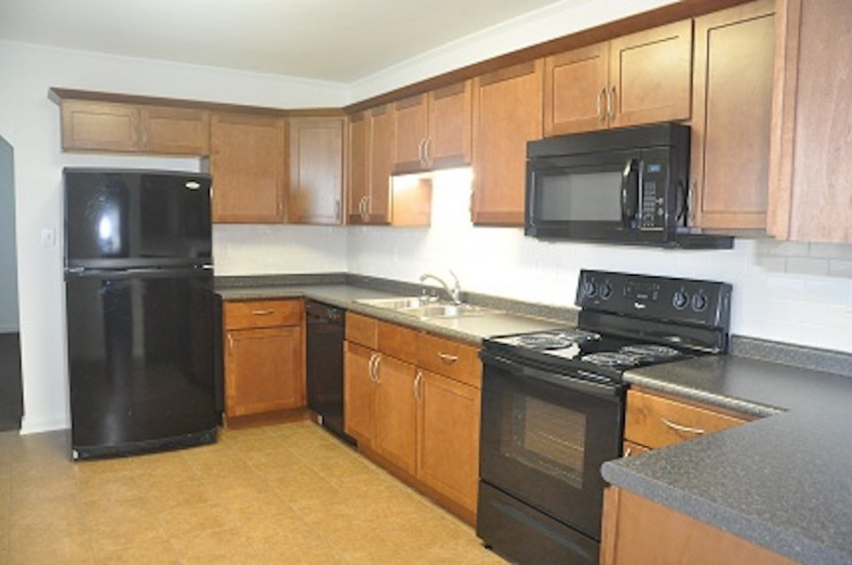 1022 Carson 5 bedroom BSU rental in muncie kitchen photo