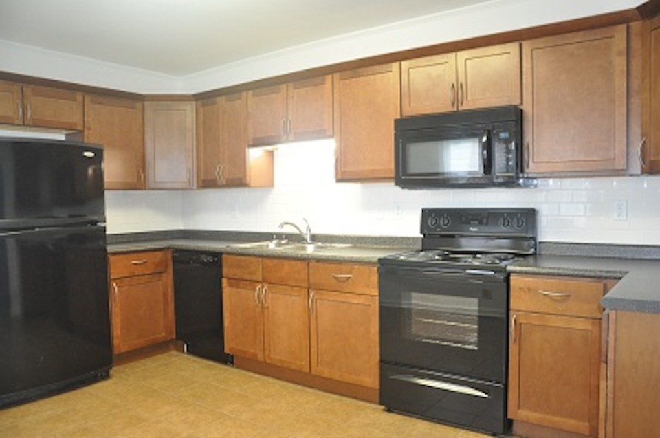 1022 Carson 5 bedroom Ball State rental in muncie kitchen photo