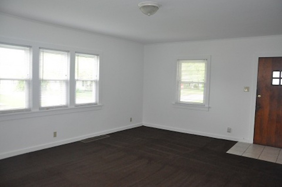 1022 Carson 5 bedroom BSU rental house living room photo