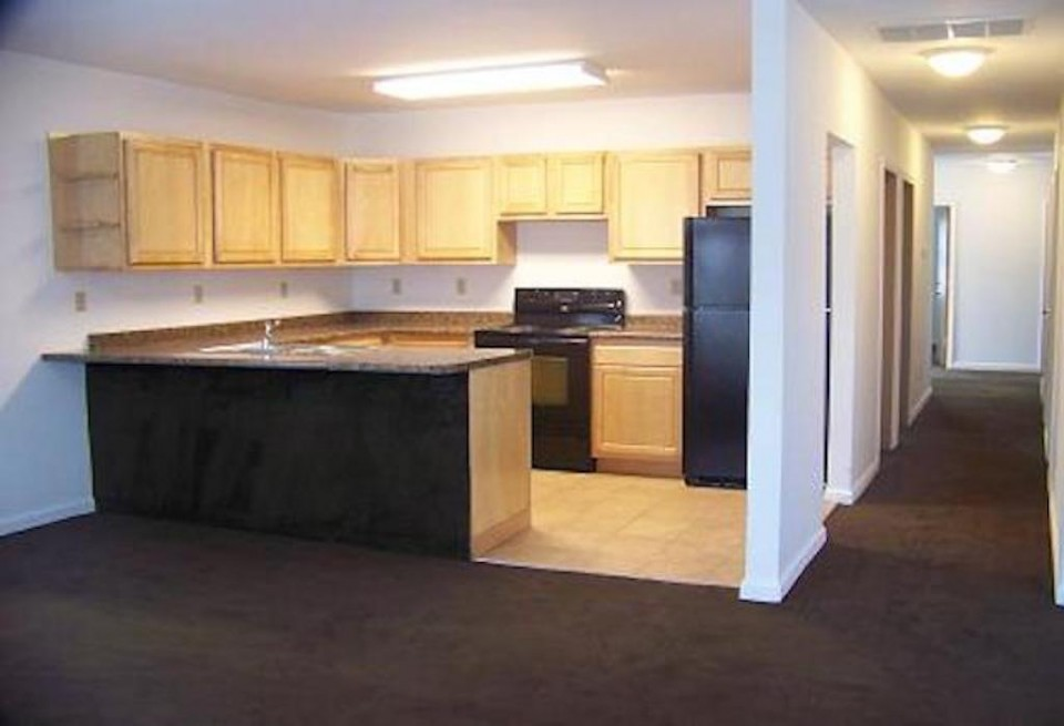 102 McKinley 3 bedroom BSU house for rent kitchen photo