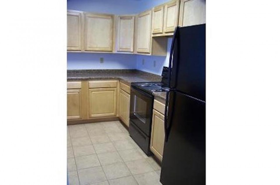 102 McKinley 3 bedroom BSU off campus house for rent in Muncie kitchen photo