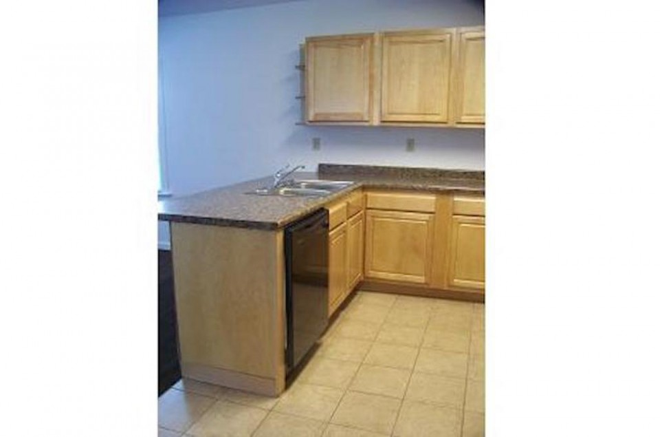 102 McKinley 3 bedroom house for rent near Ball State in Muncie kitchen photo