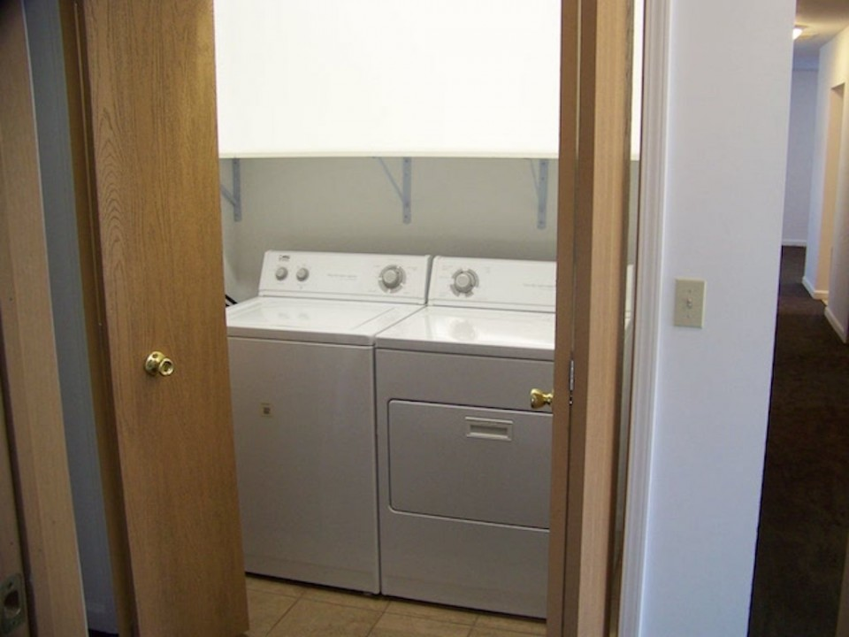 102 McKinley 3 bedroom BSU rental house in Muncie Laundry room