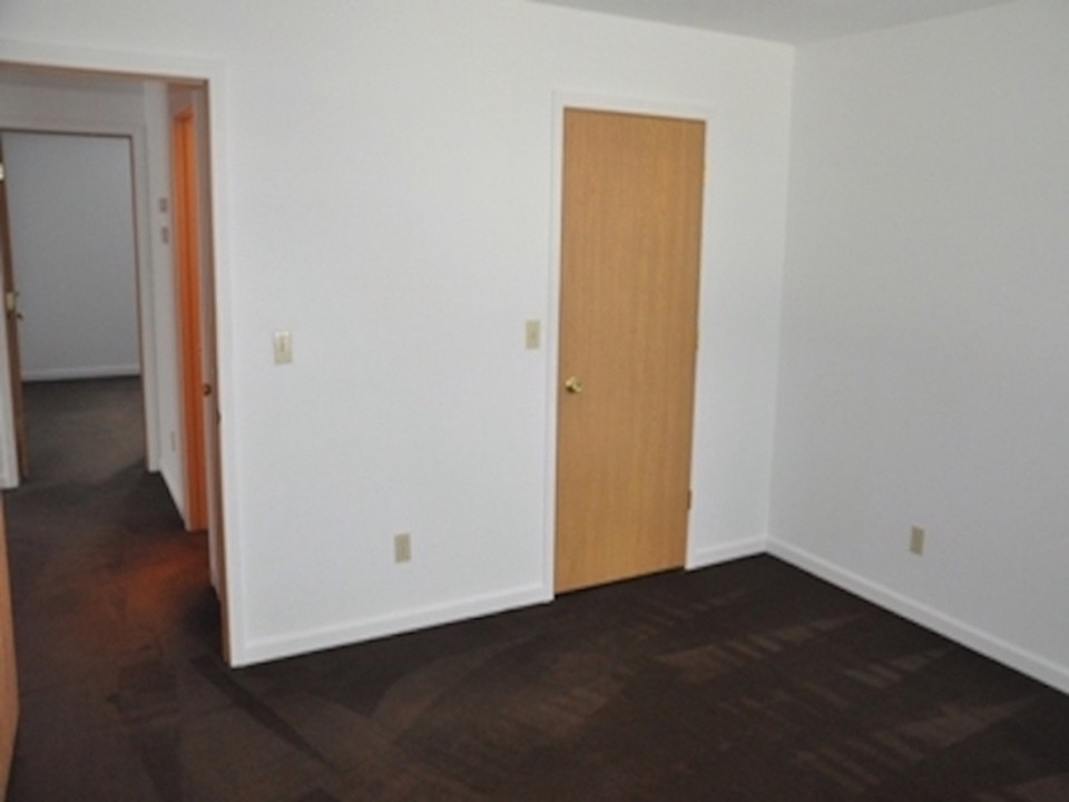 104 McKinley 5 bedroom house for rent near BSU bedroom photo
