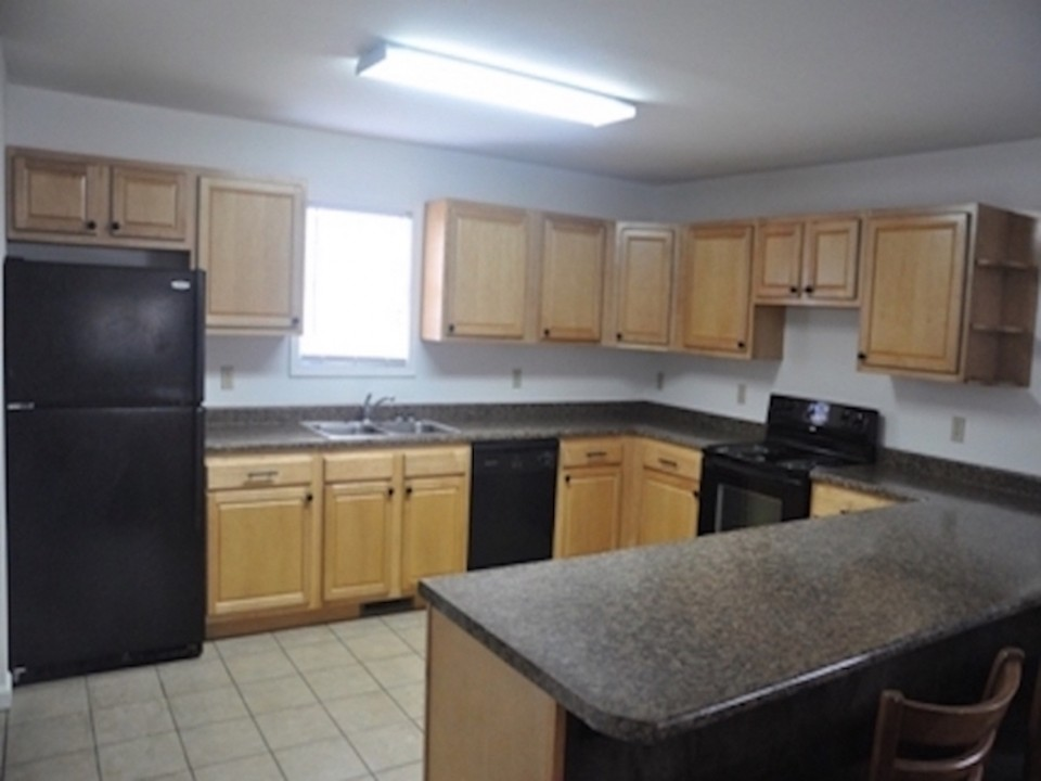 104 McKinley 5 bedroom BSU house for rent kitchen photo