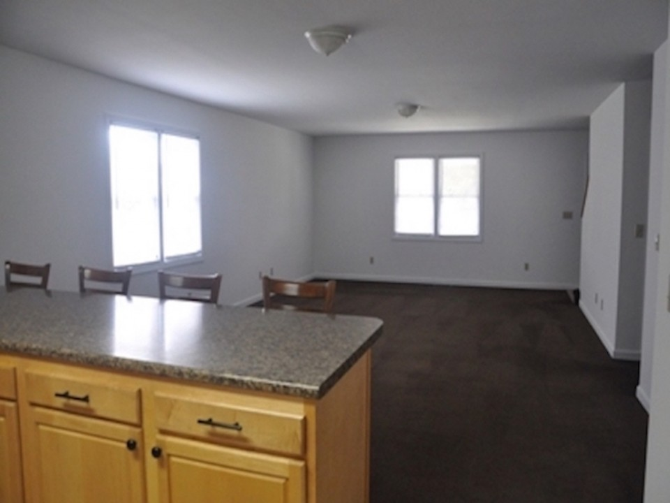 104 McKinley 5 bedroom Ball State off campus house for rent living room photo