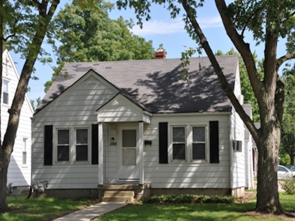 1100 Carson 3 bedroom off campus house for rent near ball state in muncie exterior photo