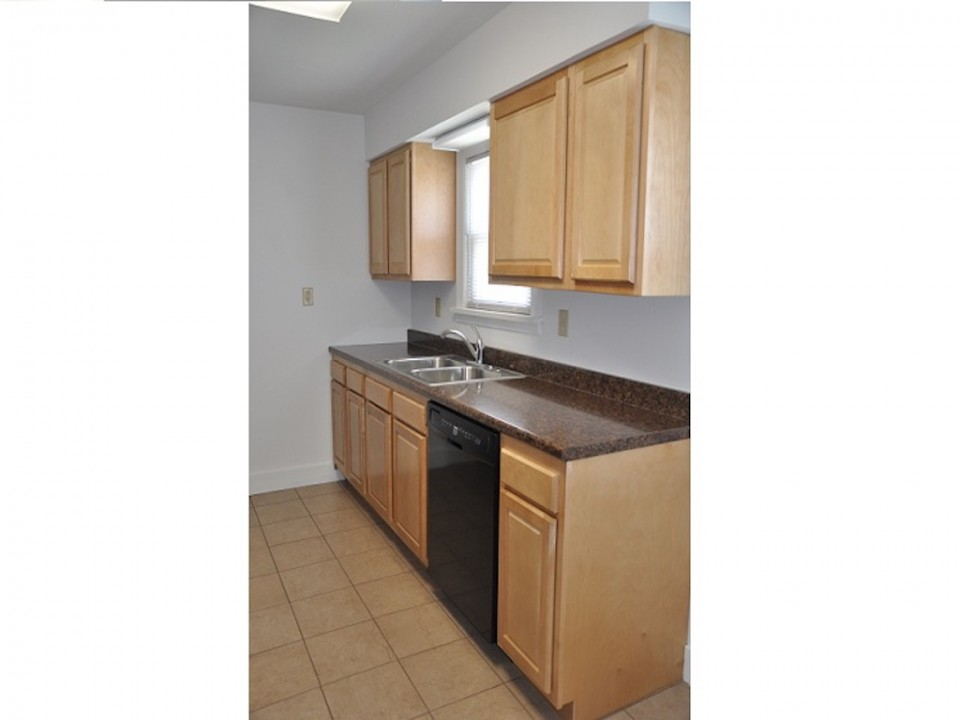 1100 Carson 3 bedroom rental property in muncie near Ball State kitchen photo
