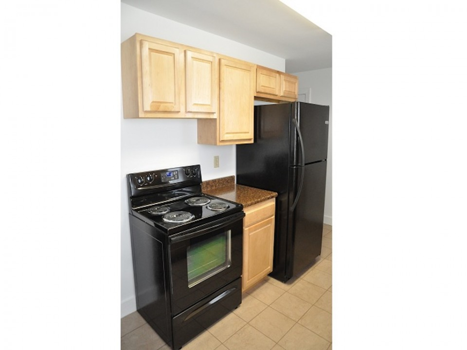 1100 Carson 3 bedroom rental house close to ball state in muncie kitchen photo