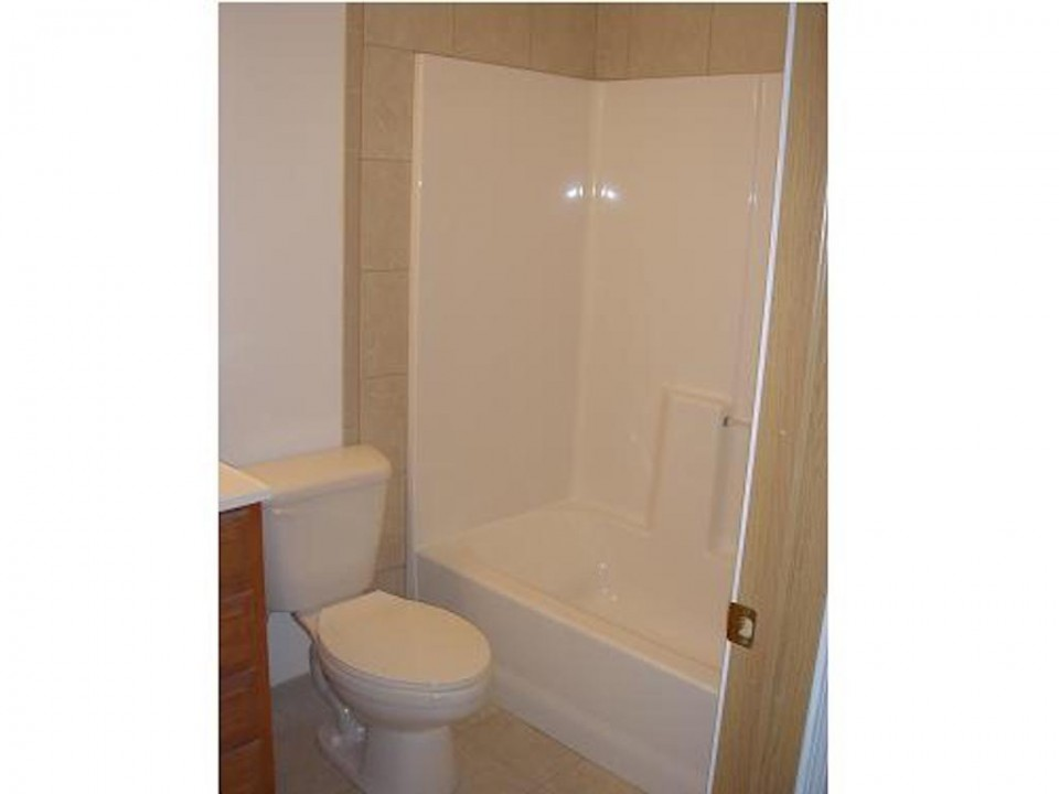 1101 Marsh 4 bedroom house close to BSU in muncie for rent bathroom