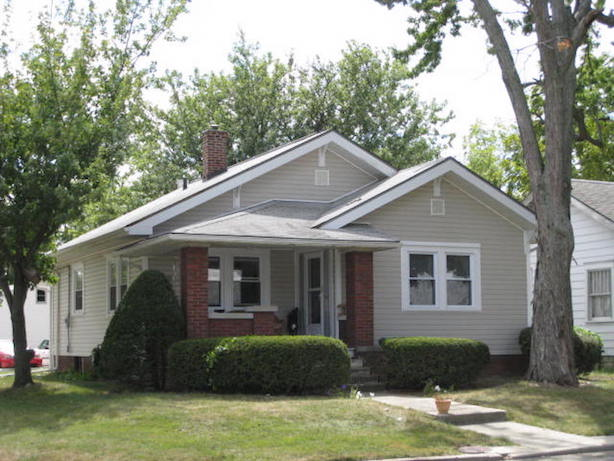 1101 Marsh 4 bedroom off-campus house for rent near Ball State in muncie exterior photo