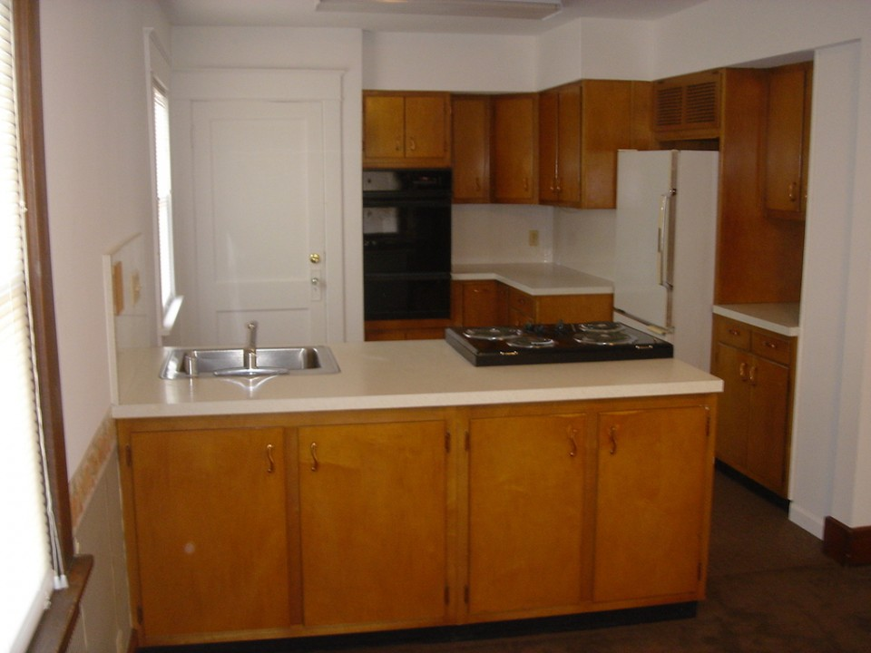 1101 Marsh 4 bedroom Ball State house for rent in muncie kitchen photo
