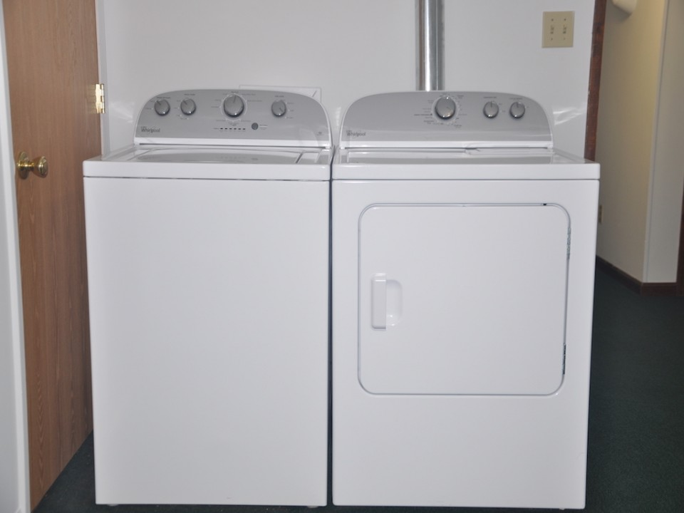 1101 Neely 6 bedroom Ball State rental laundry photo