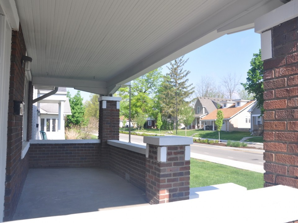 1101 Neely 6 bedroom Ball State house for rent in muncie front porch