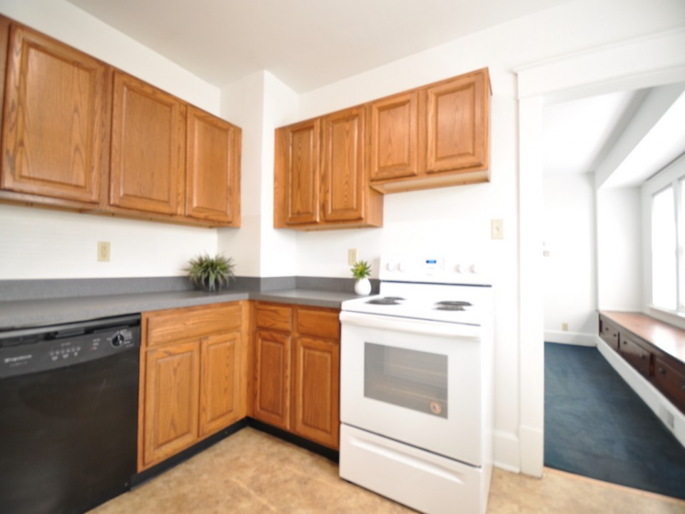 1101 Neely 6 bedroom BSU rental house kitchen photo