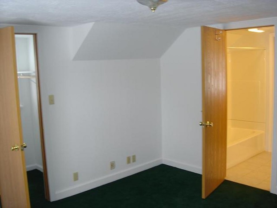 1104 Carson 4 bedroom off campus ball state student rental house in muncie bedroom