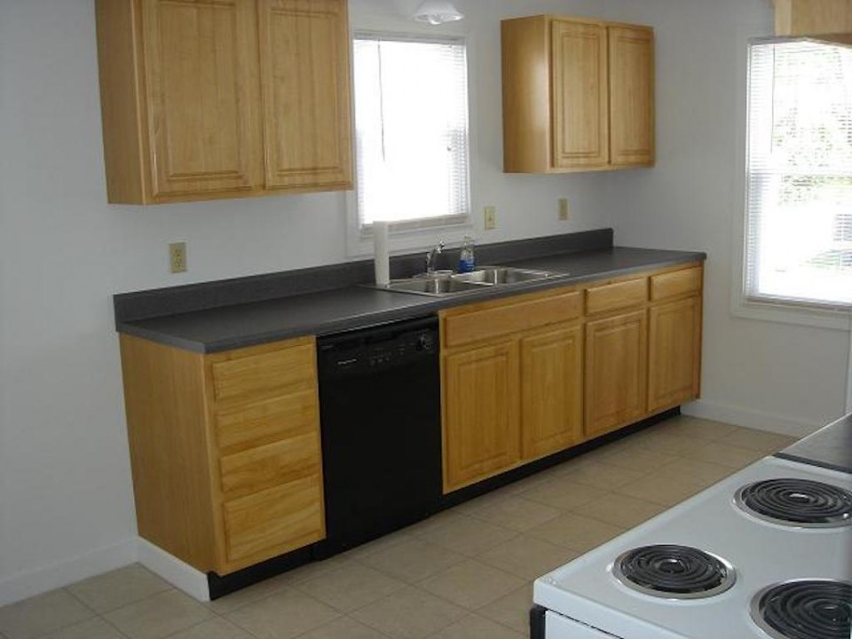 1104 Carson 4 bedroom BSU rental house in muncie kitchen photo