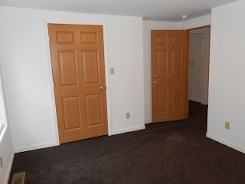 1108 Abbott 2 bedroom off campus housing ball State bedroom photo