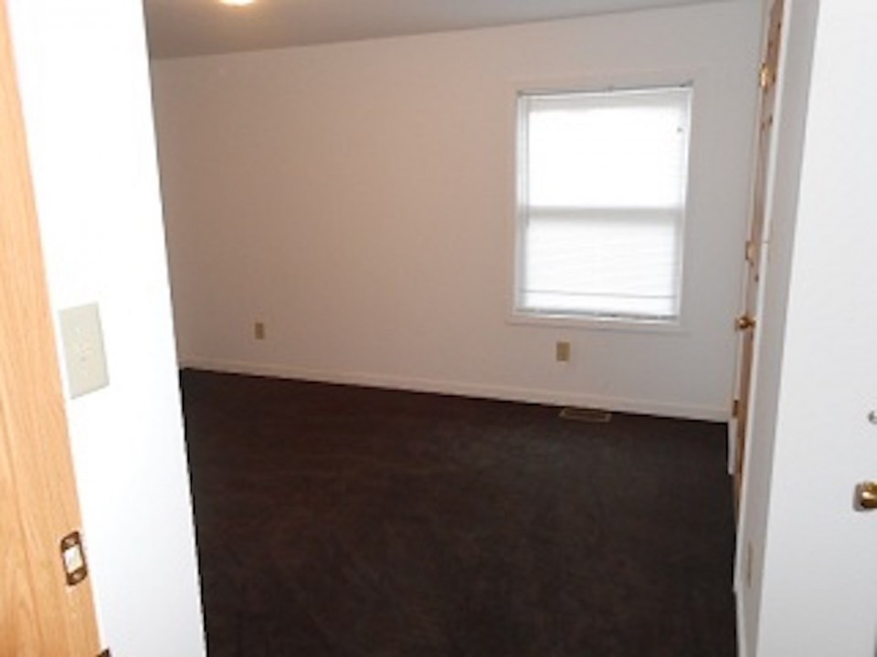 1108 Abbott 2 bedroom house for rent near ball State bedroom photo