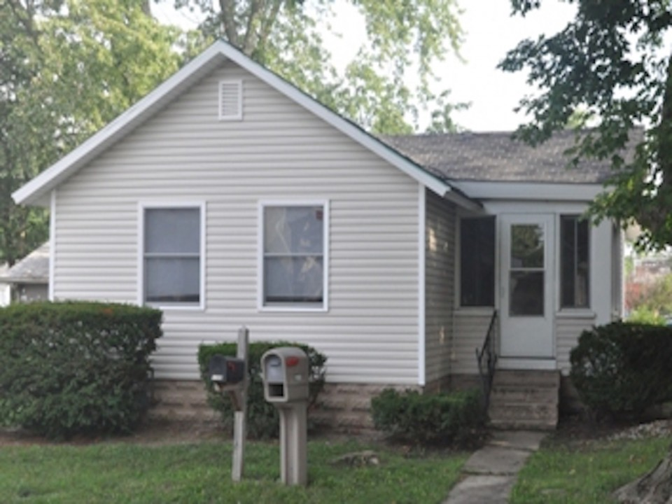 1108 Abbott 2 bedroom house for rent near ball State in muncie exterior photo