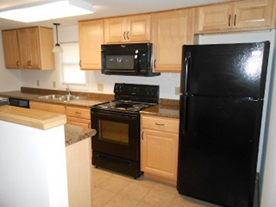 1108 Abbott 2 bedroom ball State house for rent in muncie kitchen photo