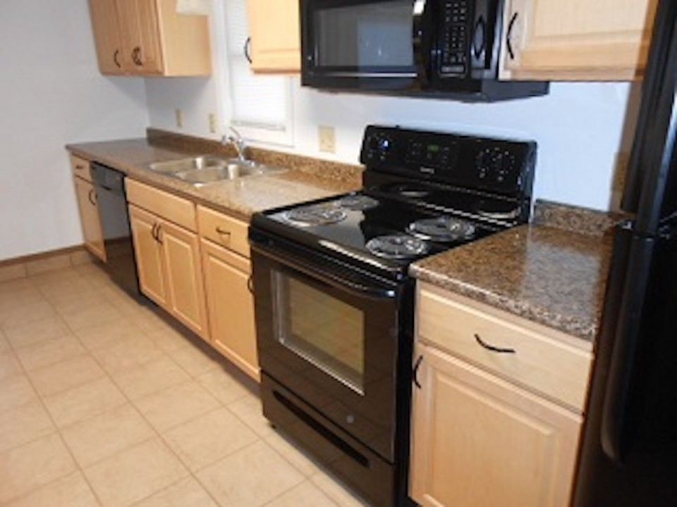 1108 Abbott 2 bedroom off campus house for rent near ball State in muncie kitchen photo