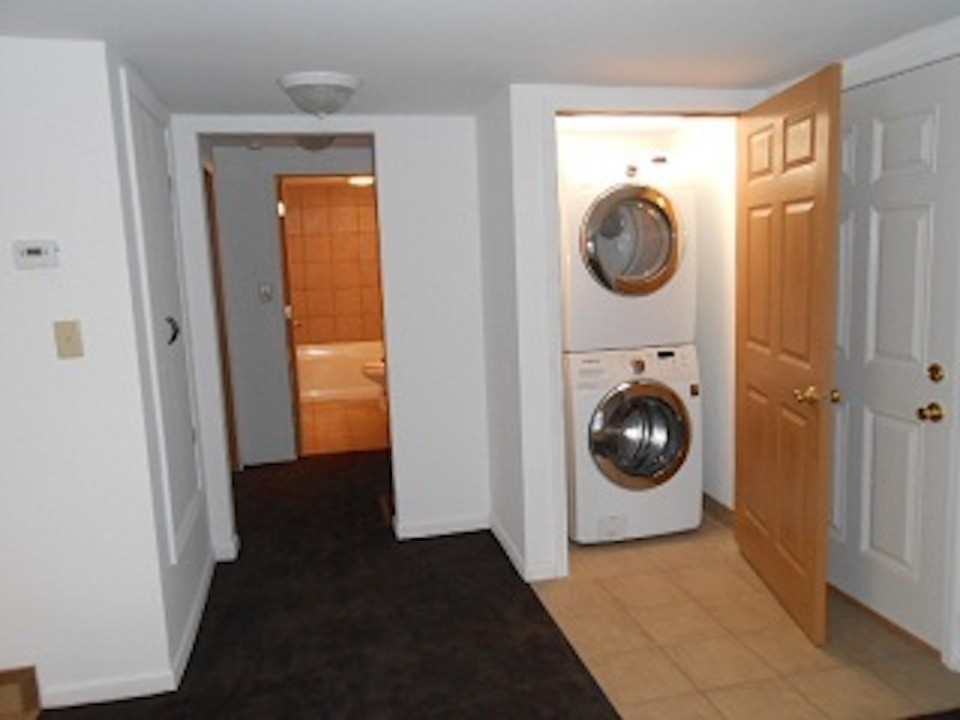 1108 Abbott 2 bedroom off campus house near BSU laundry photo
