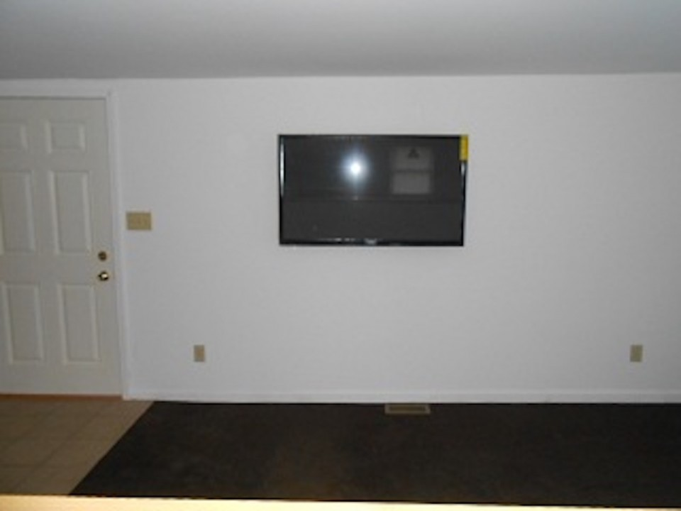 1108 Abbott 2 bedroom Rental house in muncie close to Ball State living room photo